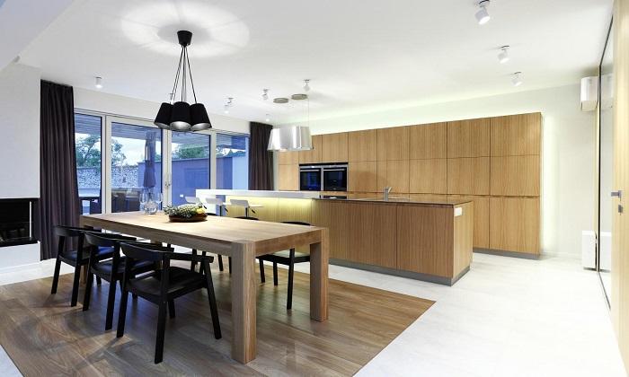 Лукс и удобство в интериора на кухня с трапецария