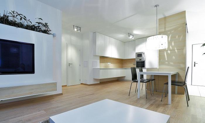 Кухня с трапезария и дневна стил и практичност