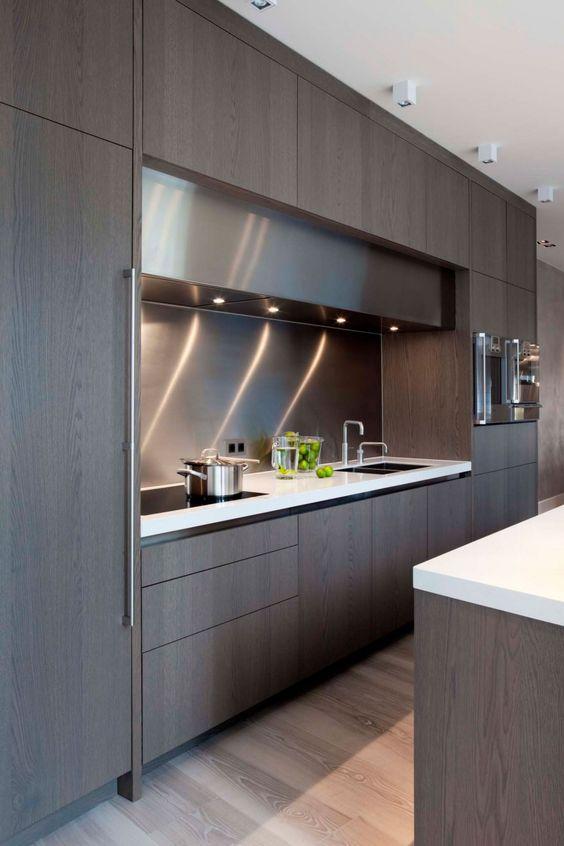 Стилна съвременна кухня с модерна и изчистена визия