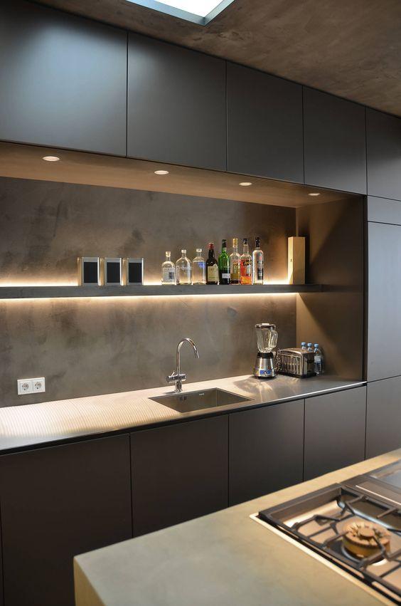 Графитено сива кухня с модернистична визия