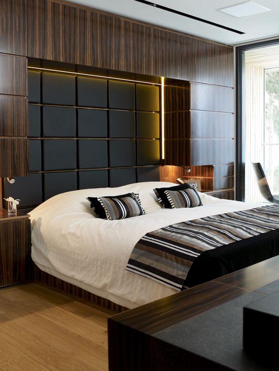 Интересна спалня със скрито осветление и контрастни текстури