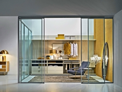 Луксозна малка гардеробна стая