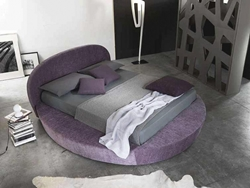 Лилава кръгла спалня