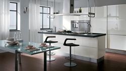 Модерна кухня бял гланц