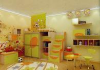 Детска стая в оранжево и зелено с принт стъкло