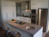 Кухня с остров White and Grey