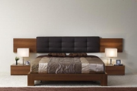 спалня с еко кожа табла