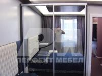 Двукрилен  гардероб с огледални врати