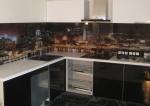 Ъглова кухня по поръчка с гръб принт стъкло