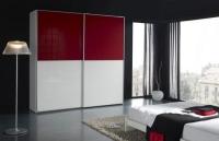 гардероб в бяло червено стъкло