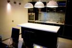 Кухня по поръчка с бар ПДЧ супер гланц