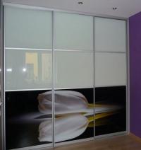гардероби с принт стъкло