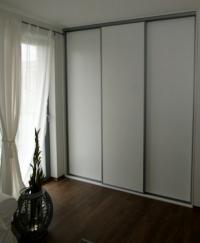 Вграден гардероб с 3 врати от ПДЧ бяло за спалня