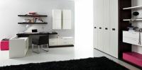 Юношеска стая - в бяло, черно и цикламено