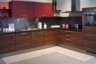 Кухня с фурна вградена в полу-колона