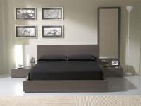 Спалня с 2 нощни шкафчета и огледало