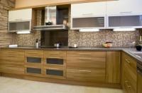 Кухня по поръчка с дизайнерски аспиратор