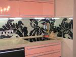 Кухня с принт стъкло