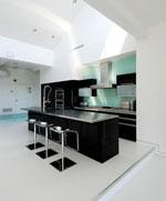 Кухня от черен МДФ гланц