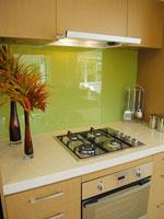 Кухня от ПДЧ с гръб стъкло