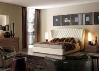 Тапицирана спалня с голяма табла