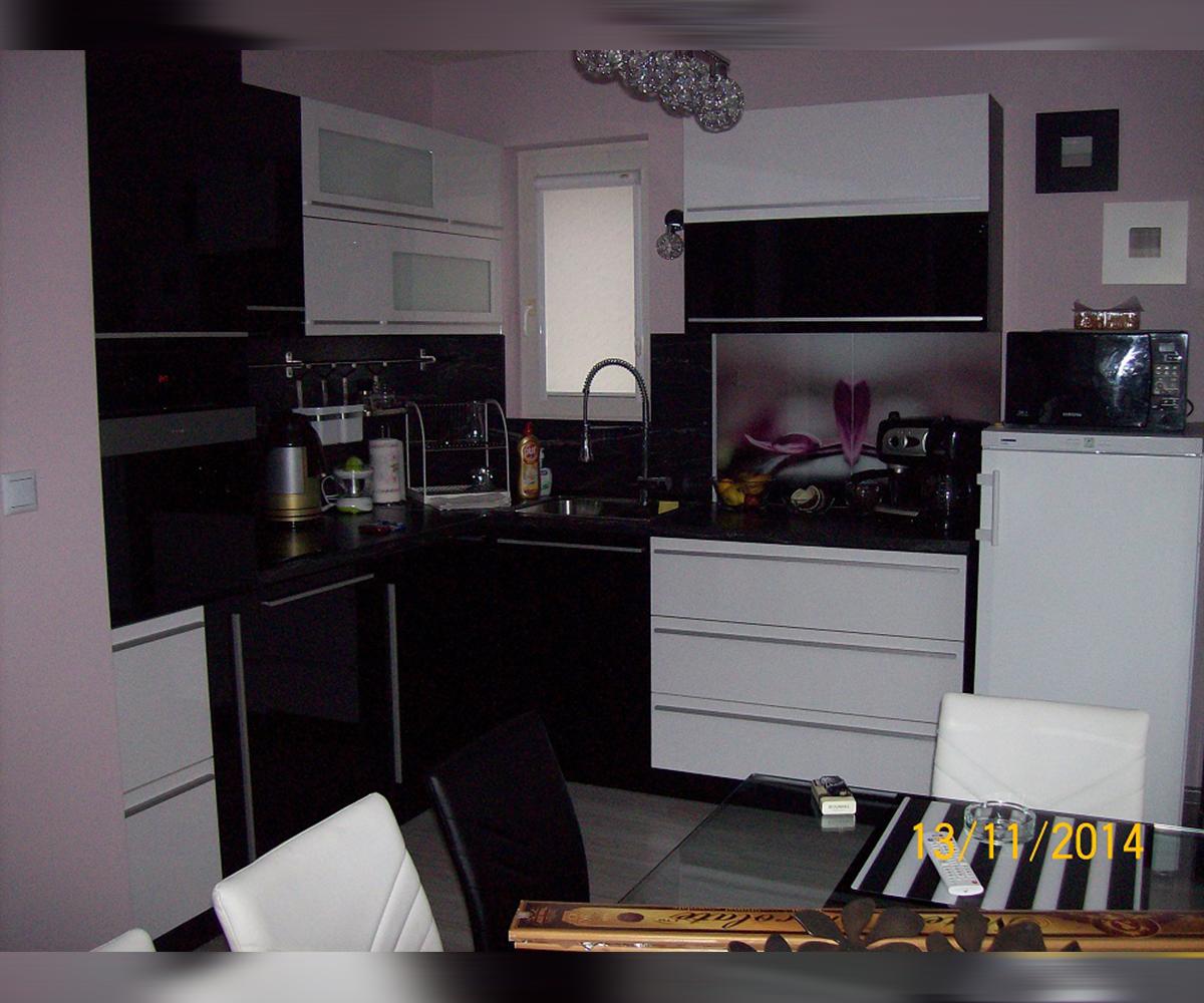 Кухня по размер в бяло и черно