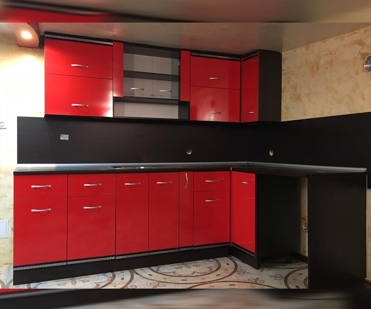 Кухня по поръчка от МДФ червена боя