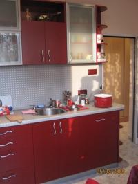 Кухня по поръчка бордо