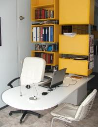 Висящо офис бюро