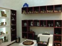 Дизайнерски стелажи за магазини за сувенири