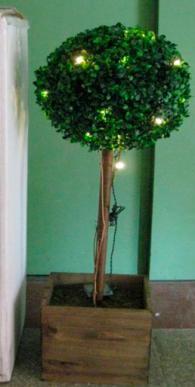Декоративно дърво с лампички