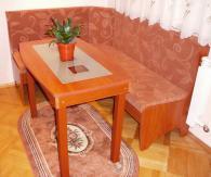 Кухненски ъгъл с маса