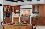 луксозни  кухни от масивна дървесина с плавни механизми