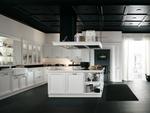първокачествени бели кухни масив с бар по индивидуален проект