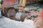 Изкопи на почви с багер и камион
