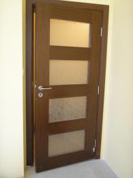 Интериорни врати със стъкло -