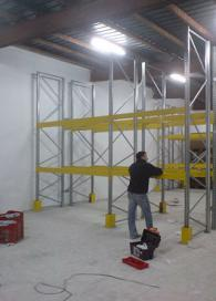 Монтаж на стелажи за складово обзавеждане