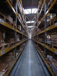 Метални стелажи за складово обзавеждане