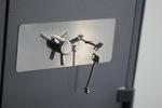 Поръчкова изработка на сейф за магазин за часовници