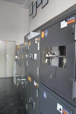 Дизайнерски офис сейф за вграждане