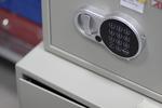 Поръчкова изработка на работен сейф за кабинети