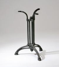 Чугунена основа за маса с извити крака