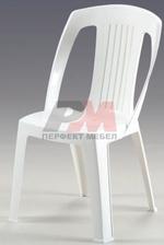 Столове,маси и канапета от пластмаса за плаж в