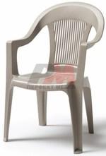 Столове,маси и канапета от пластмаса за плаж