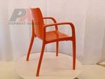 Пластмасов дизайнерски стол за кафене
