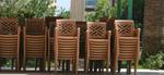 Пластмасов кафяв стол, за открити пространства