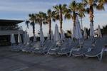 Шезлонги с шалте за използване на плажа
