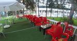 Пластмасови столове червени, с разнообразни размери