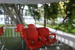Външни пластмасови столове червени