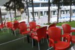 Стифиращи пластмасови столове червени